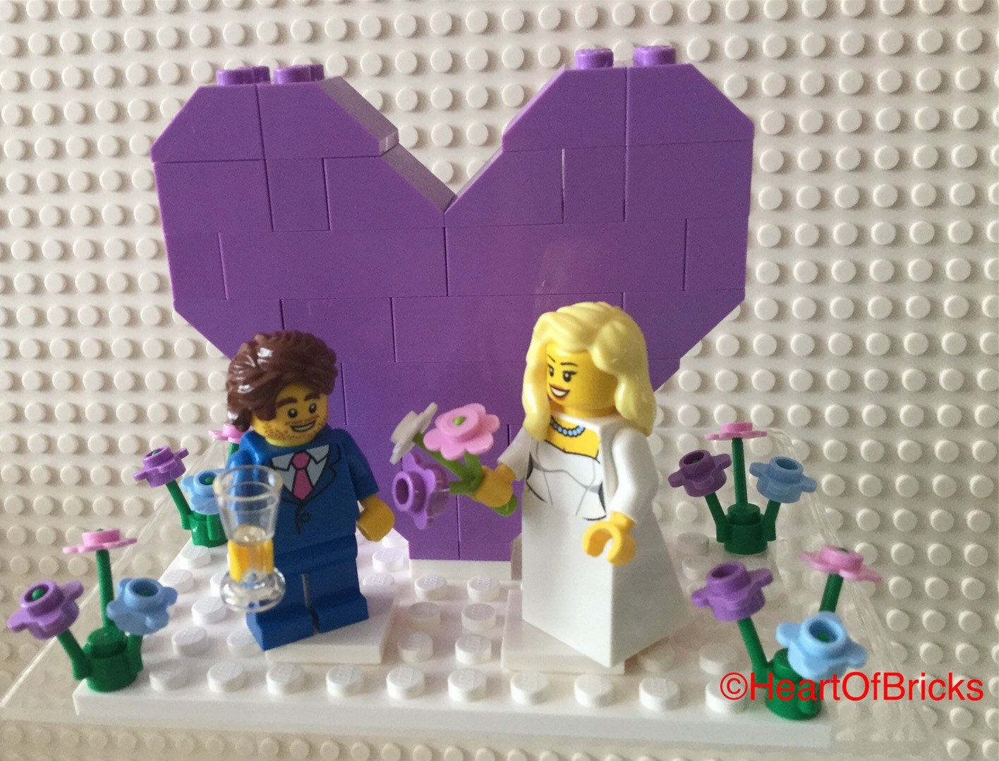Lego Wedding Minifigs Bride and Groom with 3 Flowers Red Pink White