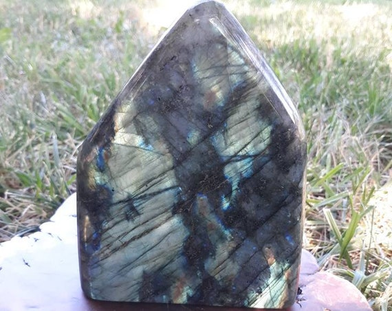 Labradorite/ Rainbow Crystal/ Crystal Point/ Gemstone/ Fossil/ Minerals/ Blue Stone/ Gift/ Home Decor/ Vintage/ Blue