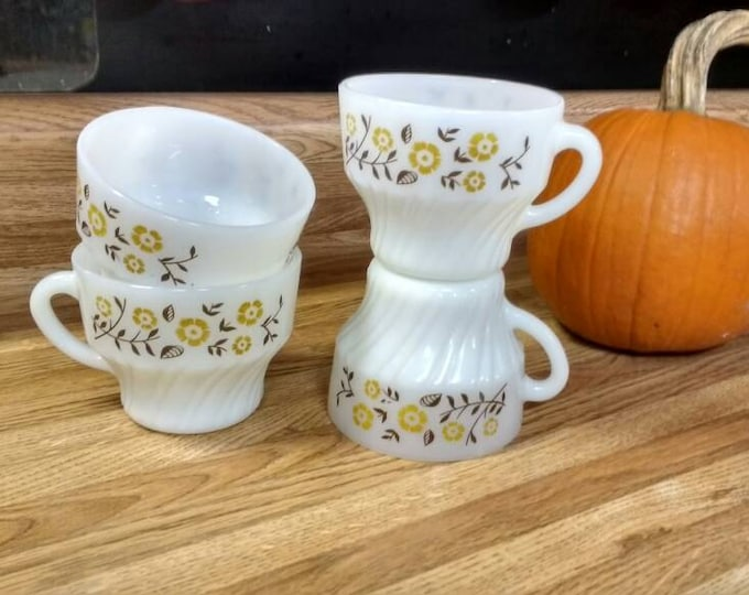 Mexican Dynaware Termocrisa Milk Glass Tea Coffee Cups ~ Set of 4 ~ Yellow Daisy ~ Golden Brown on White Glass Milk Glass Mexico Monterey