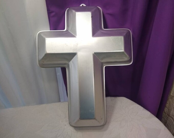Wilton Cross Cake Pan Confirmation Celebration Christian Decor Holy Baptism 1970's Supplies Baking DIY Do It Yourself Church Functions
