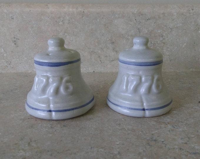 Pflatzgraff Yorktowne Salt And Pepper Stoneware 1776 Independence Patriotic Salt And Pepper Shakers Patriotic