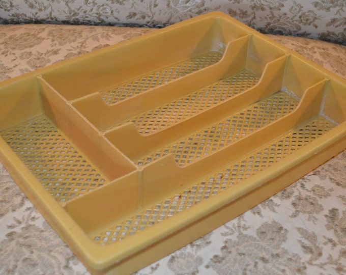 Plastic Harvest Mustard Yellow Utensil Organizer Divider Flatware Silverware Cutlery Drawer Sorter Tray ~ Retro Vintage Kitchen