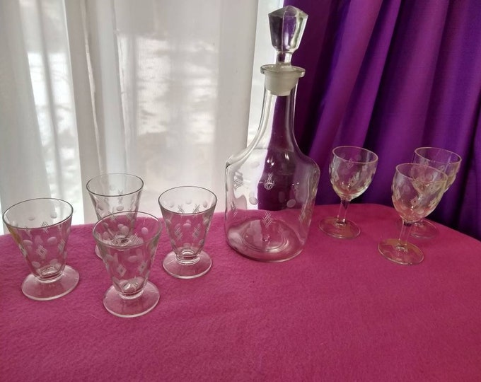 Mid Century Etched Dot And Geometric Diamond Pattern Decanter With Cordial Cocktail Glasses Vintage