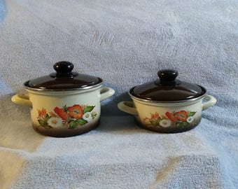 Enamel Enamalware Pots & Pand With Lids Set of 2 Brown And Beige  Orange Flowers 1 1/2 Quart / 2 Qt Capacity Retro Harvest Brown Kitchen