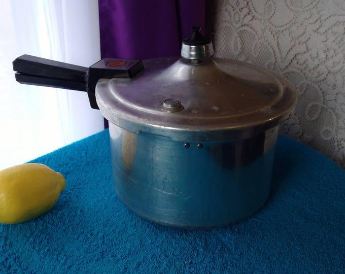 Presto Pressure Cooker Pat # 4182741 Retro Mid Century Kitchen Cookware 4 Qt