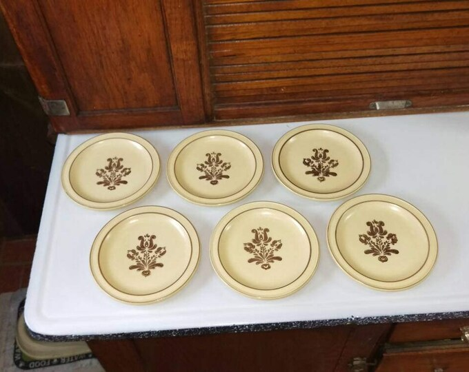 Pfaltzgraff Village Tan and Brown Stoneware 7 Inch Bread and Butter Dessert Plate Set Of 6 Vintage Retro 70's
