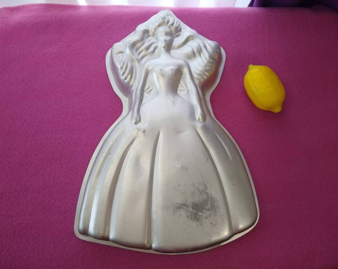 Barbie Cake Pan Wilton 2105-2551 1992 Princess Doll Aluminum Cake Jello Mold Wall Hanging Ba Do It Herself Supplies Bakery