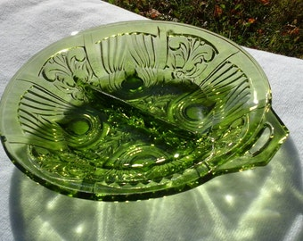 Indiana Kilarney Divided Handled Irish Pattern Design Glass Ovacado Olive Green Divided Footed Relish Candy Dish Retro Affordable Gift