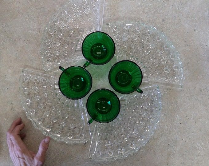 Daisy and Button Daisy And Button Fan Pressed Glass Clear Snack Luncheon Plates With Emerald Green Cups Mid Century