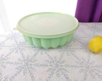 Tupperware # 1202 - 1 Mint Green Gelatin Jello Dessert Plastic Mold Picnic Outdoor Ware