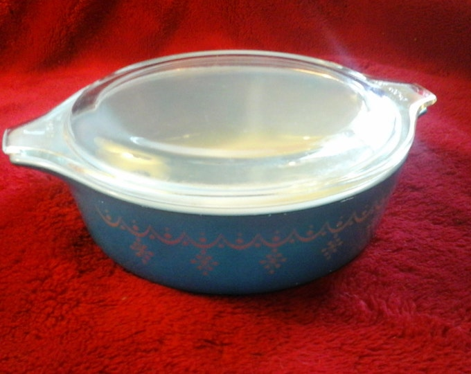 Snowflake Blue Small Pyrex  471 ~ 1 Pint Casserole Dish With Lid  Light Blue And White