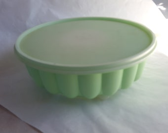 Tupperware # 1202 - 1 Mint Green Gelatin Jello Dessert Plastic Mold Picnic Outdoor Ware