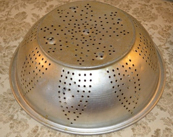 Vintage Aluminum Strainer Colander ~Retro ~ Vintage ~Kitchen