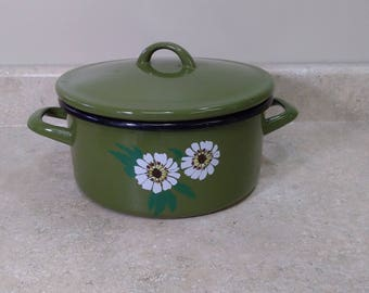 Western 5 Quart Green Enamel Stock Pot With Daisies Flower Power Inclues Cover Made In Italy Retro Kitchen Circa 1970's