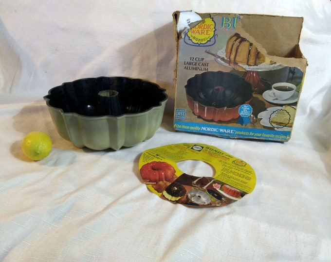 Set of Nordic Ware Mini Bundtlette and Reg Bundt Cake Molds Heavy Cast Aluminum Non Stick Baking Pans Tubed Dessert Bakers Supplies
