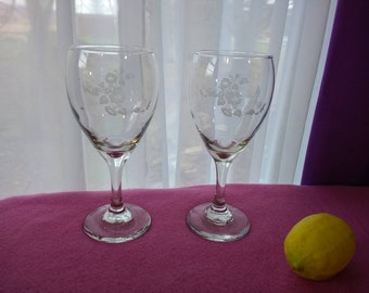 Avon Hummingbird Etched Pattern Wine Glasses Set of 2 Glasses  Water Goblets Stemware By Libbey 1990's