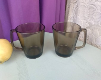 Pyrex Fireside Smoke Brown Coffee Mugs Set of 2 D Handle 1400 Clear Amber Visions Corning Man Cave GrandesTreasures Affordable Gift
