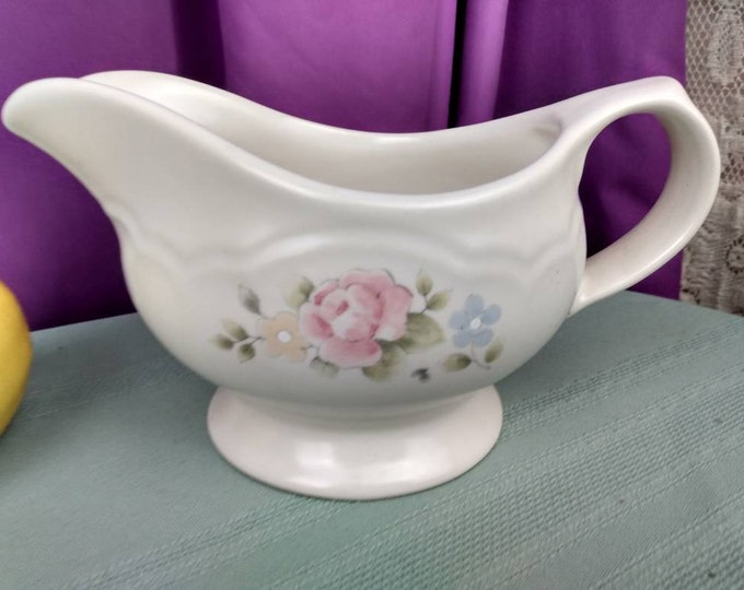 Pfaltzgraff Stoneware Gravy Boat ~ Beautiful Condition ~  Pink And Blue Flowers Beige