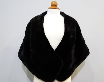 Black fur stole ideal for night out F129