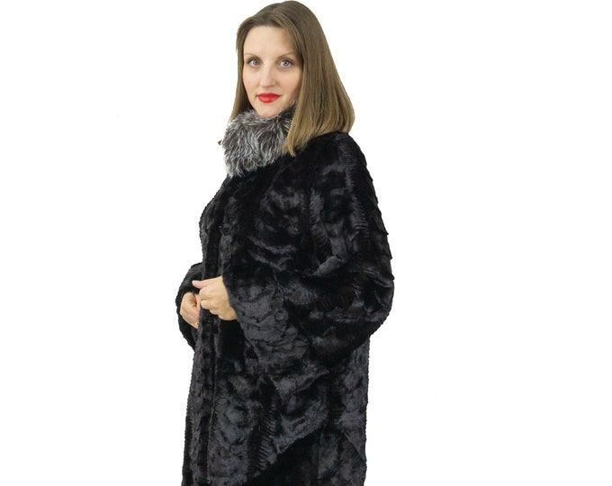 Fur mink fur coat with fox collar, and sleeves and bottom design