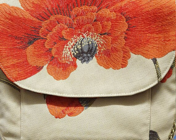 B742.         The Poppy shoulder bag.