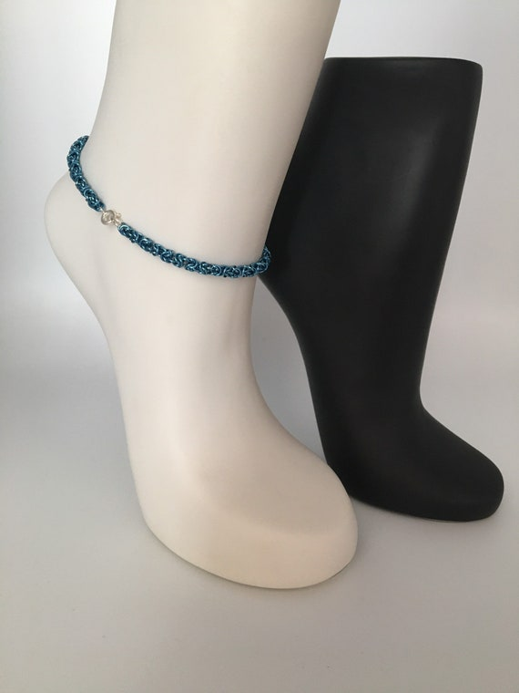 S - 083 Anklet in stunning blue. Handcrafted chainmaille, Byzantine weave. Lightweight