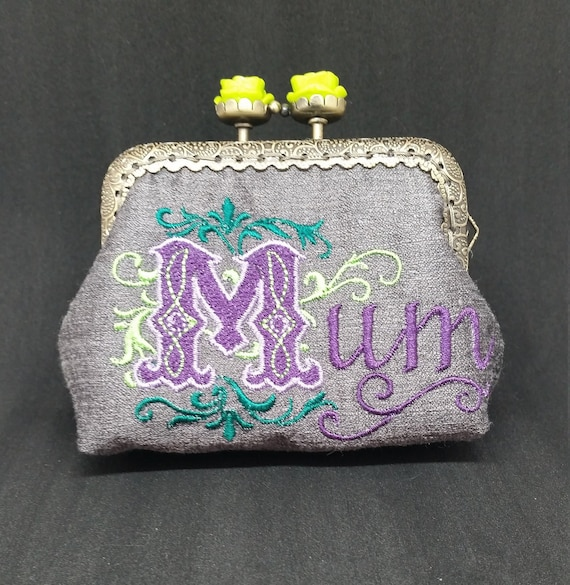 CP4616.   Grey Mum coin purse.