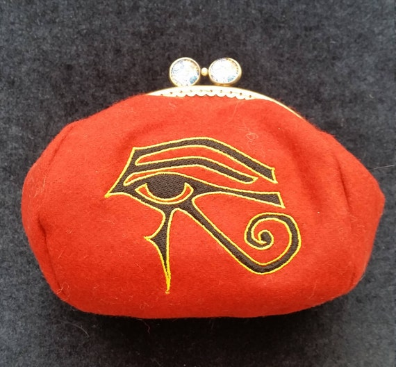 CP544.  Eye of Horus design coin purse.