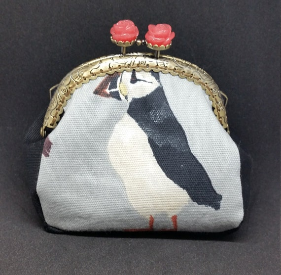 CP584.    The puffin coin purse.