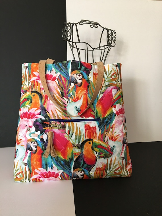 SB018 Large tote bag featuring parrots!