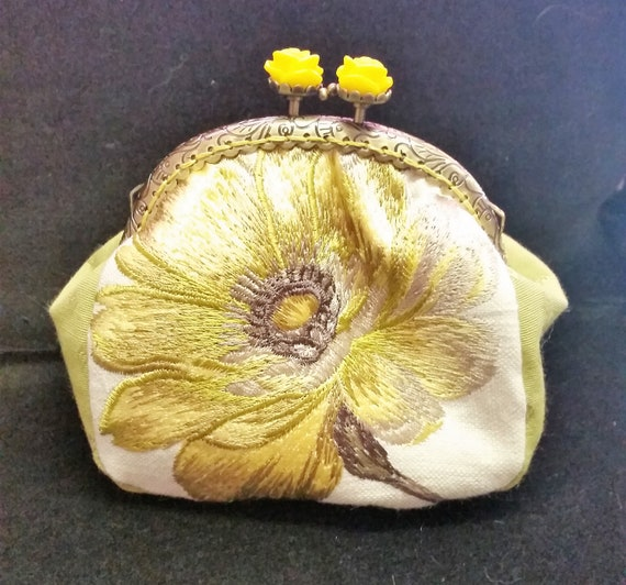 CP569. Yellow flower purse