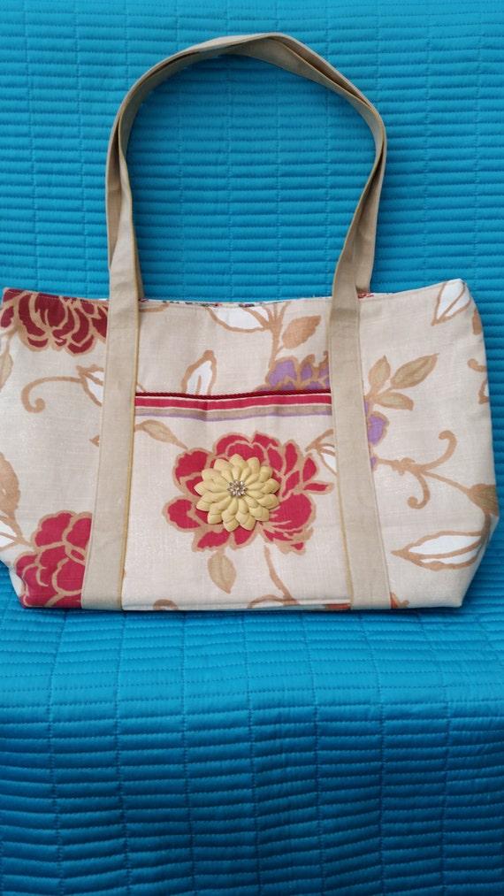 L215.  Tote bag