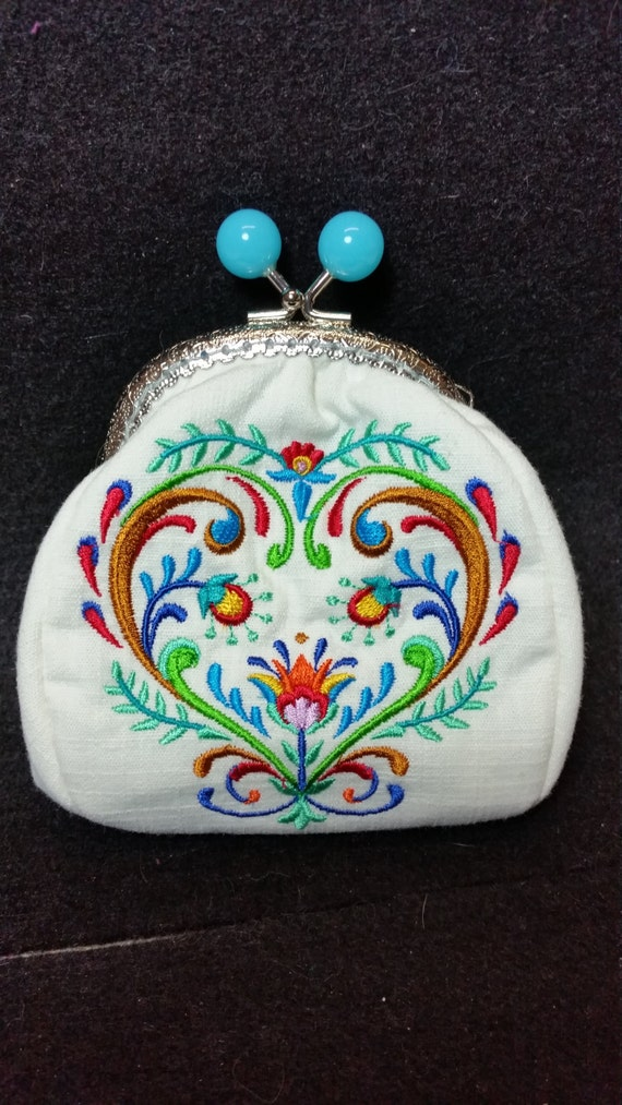 L314. Coin Purse.  Folk art heart design