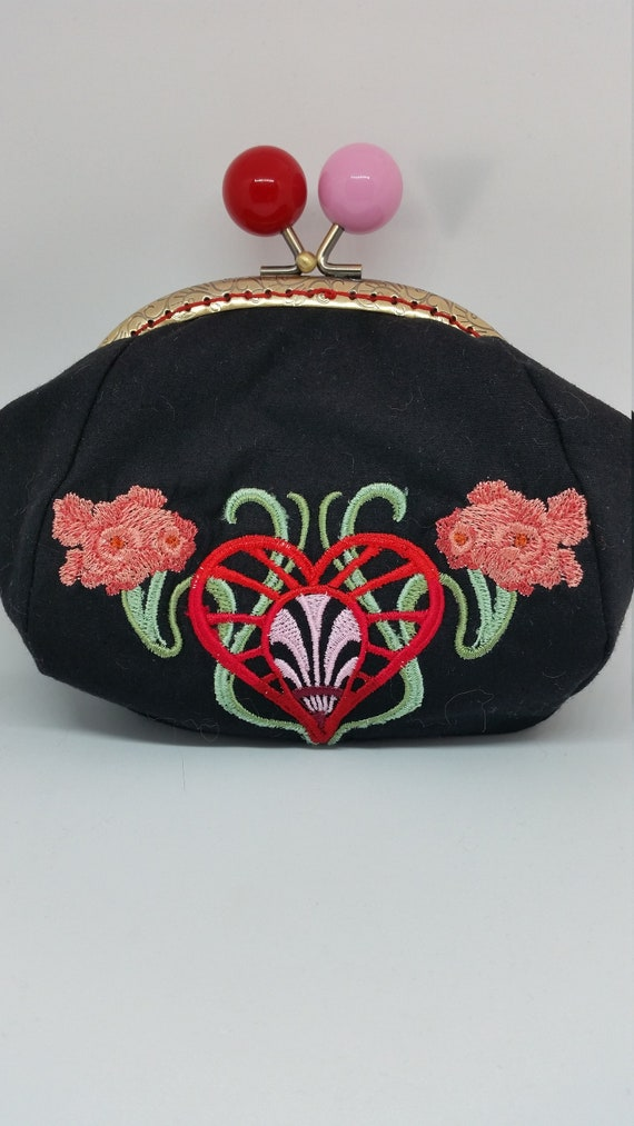 CP686.    Art nouveau heart design purse
