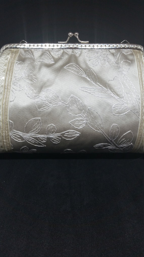 B658.  Embroidered satin evening clutch bag