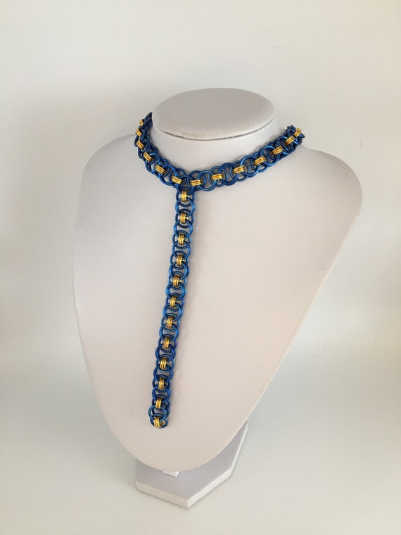 S - 049 Chainmaille choker necklace with helmweave drop in blue and gold