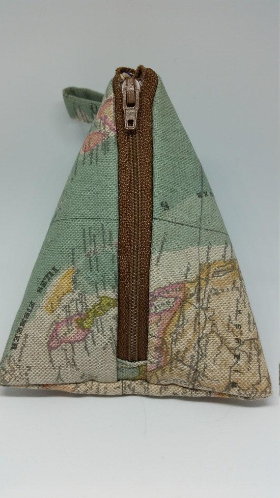 CP591. Pryamid purse.