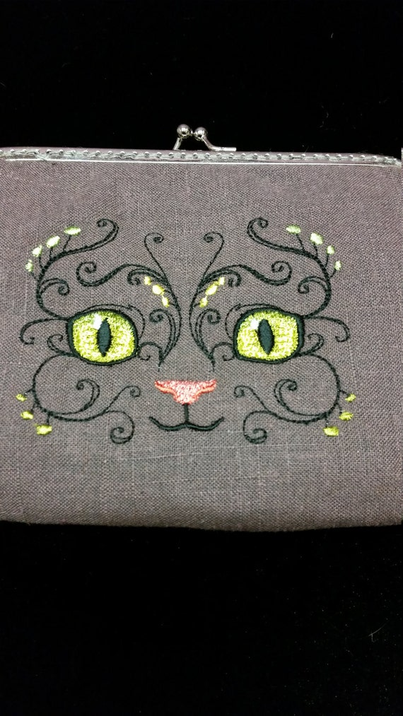 CP519. Fanciful cats face purse.