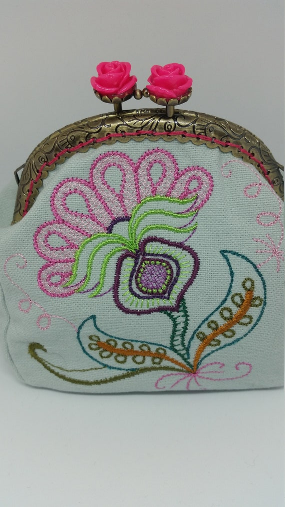CP629.  The Jacobean flower design coin purse.