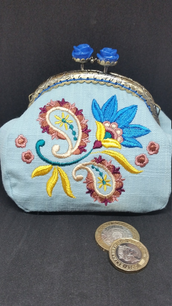 CP567.  The Indian Paisley flower design purse