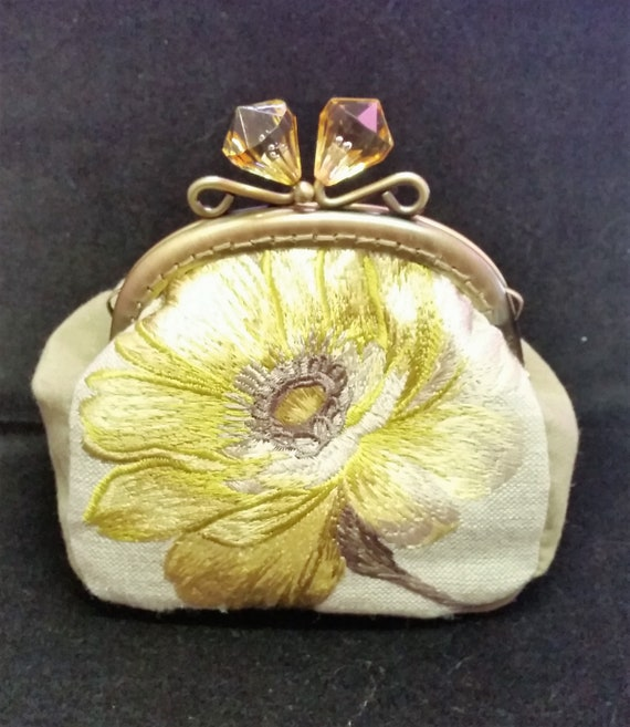 CP565. Yellow flower purse