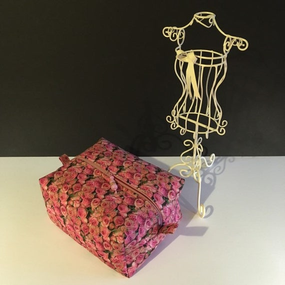 S - 861 Cosmetics/ makeup bag featuring pink roses