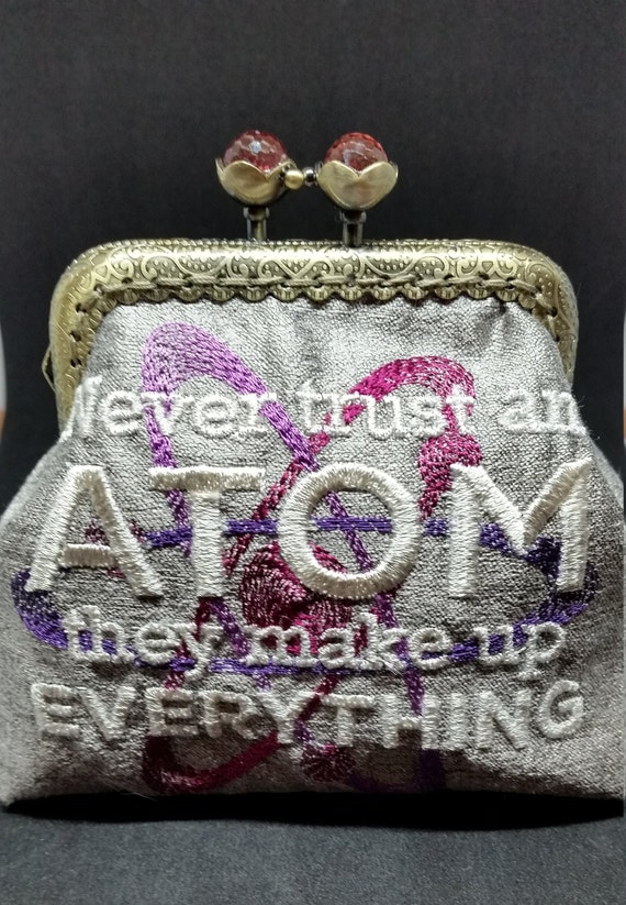 CP681.       The 'Never trust an atom'  purse