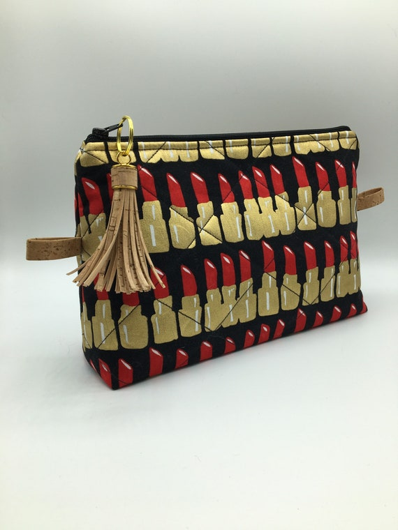 S - 066 Washbag/makeup bag featuring striking lipstick design!!