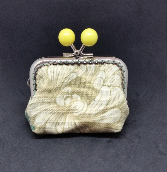 CP609       Small floral coin purse.