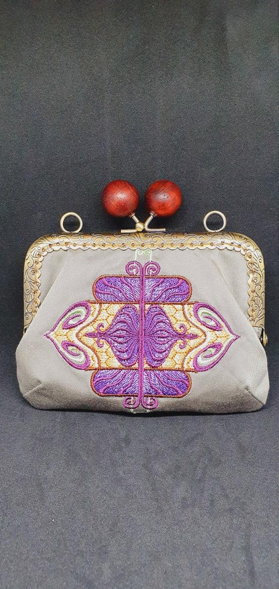 CP732.      The Debonair Art Deco Medallion coin purse.