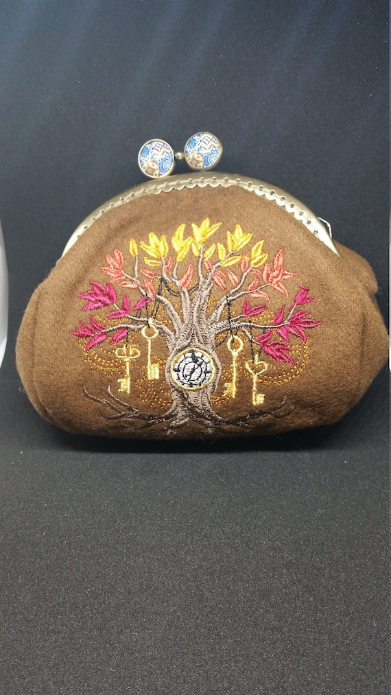 CP579.    Tree of time design coin purse.