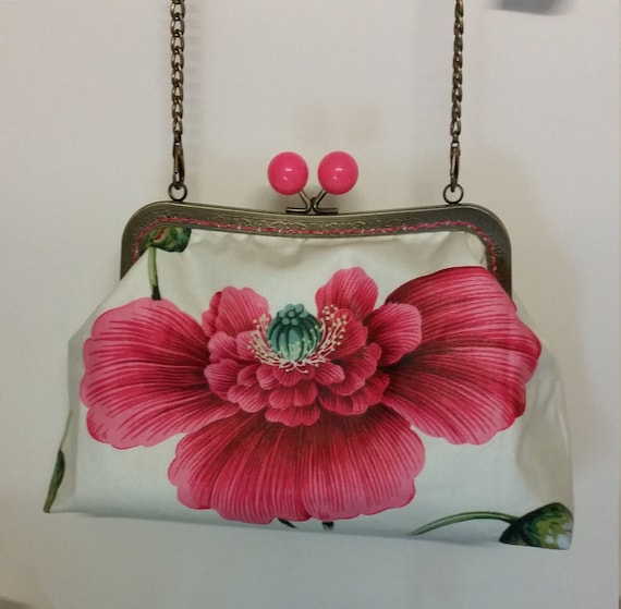 B672.  The Beautiful Poppy Bag.