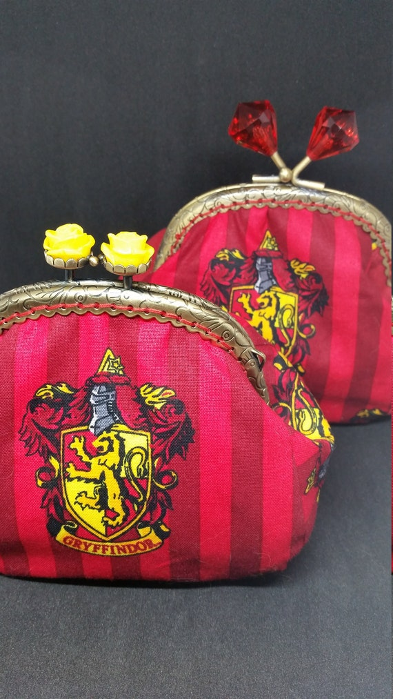 CP619.       Harry Potter 'Gryffindor' design coin purse.