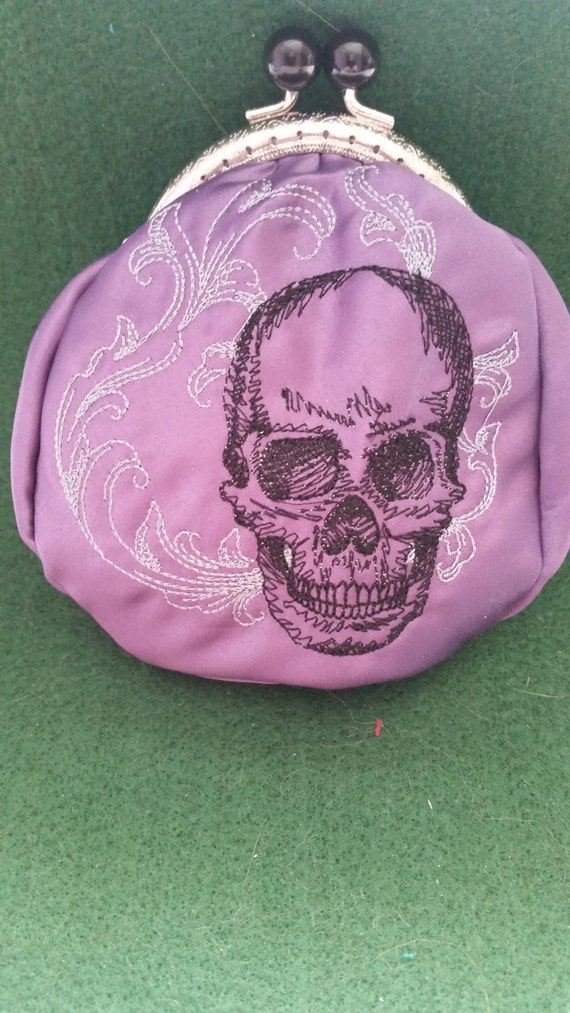 CP209.  Coin purse.  Baroque skull design